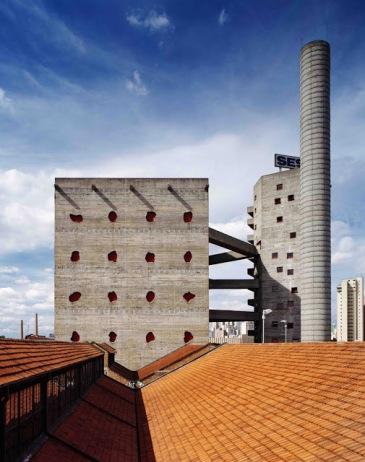 vista del Sesc Pompeia di Lina Bo Bardi a Sao Paulo
