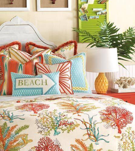 camera-da-letto-ispirazione-casa-al-mare-colori-vivaci-coralli