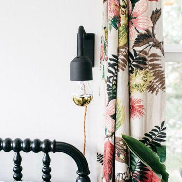 tenda con fiori tropicali per stile tropicale