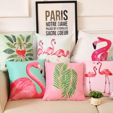 cuscini con fenicotteri per stile tropical in quattro mosse