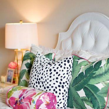 cuscini con stampe tropical per stanza in stile tropical