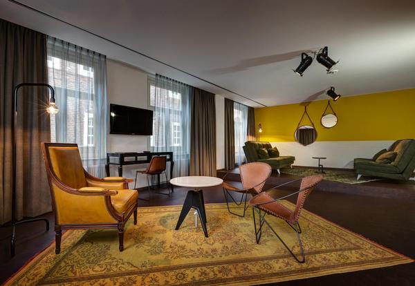 vista della stanza dell'hotel in stile vintage di amsterdam