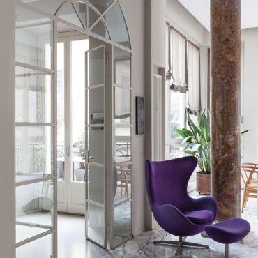 arne_jacobsen_eggchair_fritzenhansen_balizroom_purple