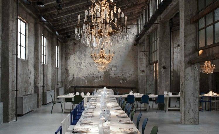 carlo-e-camilla-segheria-milano-interior-chandelier-balizroom-interiorblog-restaurant