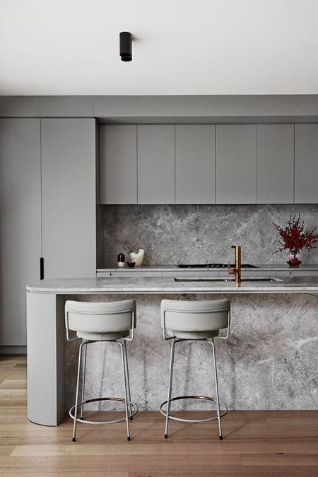 balizroom-interiorblog-cucina con sgabelli-fullofgrace.jpg