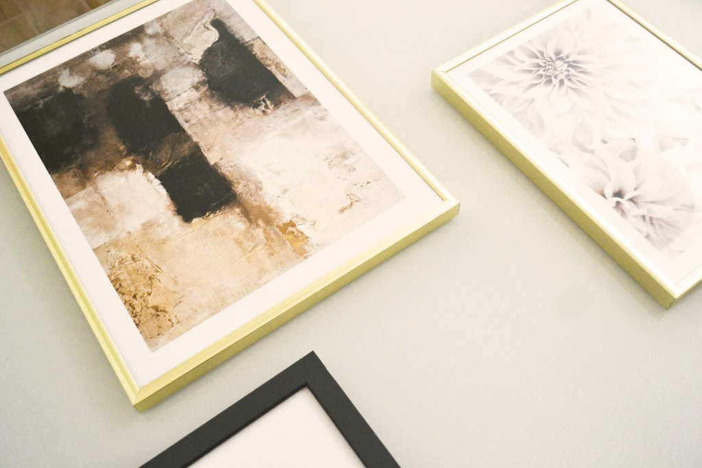 Stampe dorate e beige di poster store