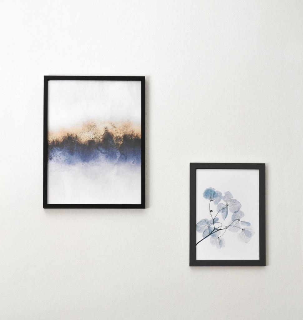 Stampe blue e azzurre di poster store per decorare il salotto